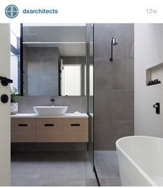 Love this bathroom. Beautiful!
