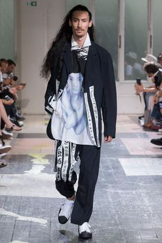 ed378c977ad Yohji Yamamoto Spring 2018 Menswear Collection Photos - Vogue Искусство  Мода