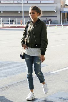 Zendaya at Burbank Airport, California Indie Outfits, Tumblr Outfits, Retro Outfits, Style Outfits, Grunge Outfits, Winter Outfits, Vintage Outfits, Cute Outfits, Casual Outfits