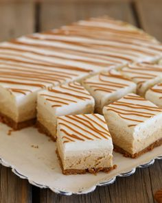 Mascarpone squares and three-layer speculoos Ingredients for a square, Recipes Mini Desserts, No Bake Desserts, Dessert Recipes, Plated Desserts, Square Cakes, Mini Foods, Donut Recipes, Cheesecake Recipes, No Bake Cake