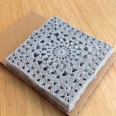 Crochet Square Blanket, Crochet Square Patterns, Crochet Blocks, Crochet Squares, Crochet Granny, Baby Knitting Patterns, Baby Blanket Crochet, Crochet Motif, Crochet Yarn