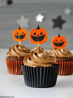 Halloween Chocolate Cupcakes with Fondant Ghost Toppers - quick and easy homemade recipe that is also delicious to make with the kids at home! by BirdsParty.com @birdsparty #halloweencupcakes #halloweenrecipe #halloweendessert #halloween #ghostcupcakes #fondantghost #halloweendessert #halloweenfood Fondant Toppers, Fondant Cupcakes, Chocolate Cupcakes, Halloween Chocolate, Halloween Desserts, Halloween Party, Frosting Recipes, Cupcake Recipes, Low Sugar Recipes