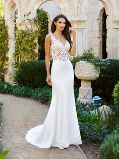 Ready to find that silhouette that is perfect for you and your body shape? Visit Moonlight Bridal to check out all of their gorgeous styles, from Ball Gowns to A-Line pretties to Mermaid stunners and fit and flare beauties. #sponsored #weddingdress