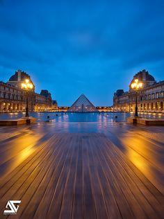 Louvre sunrise Paris, France