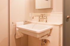 中古を買ってリノベーションの相談はEcoDeco.リノベーションの事例写真たくさんあります。不動産購入、リノベの相談無料。 #リノベーション#インテリア#東京#家#home #house#EcoDeco#リフォーム#ライフスタイル#収納#シンプルライフ#リノベ会社#暮らし Sink, Vanity, Bathroom, Home Decor, Sink Tops, Dressing Tables, Washroom, Vessel Sink, Powder Room