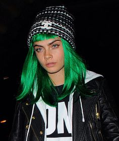 #caraD. Cheveux verts lutin