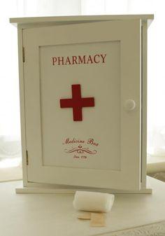 wooden first aid box MyBet Medicine Cabinet Organization, Medicine Storage, Shabby Chic Furniture, Diy Furniture, Diy First Aid Kit, Vintage Medicine Cabinets, Repurposed Items, Home Gadgets, Diy Box