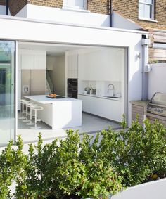 Modern-kitchen-extension-idea-with-sliding-glass-wall Looking for beautiful kitchen extension ideas? Our showcase of light and bright kitchen ideas will inspire and help you create your perfect scheme Hacienda Kitchen, Farmhouse Style Kitchen, Modern Farmhouse Kitchens, Outdoor Kitchens, House Extension Design, House Design, Extension Ideas, Extension Designs, Glass Extension