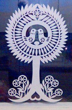 Strom Diy Paper, Paper Crafts, German Folk, Polish Folk Art, Paper Cut Design, Batik Art, Paper Stars, Christmas Paper, Kirigami
