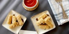 Learn how to make mozzarella sticks the healthy and easy way! These are crispy and gooey and soooooo yummy! I usually am a big fan of Happymoneysaver.com for their thrifty DIY's, but they really nailed it on this recipe!