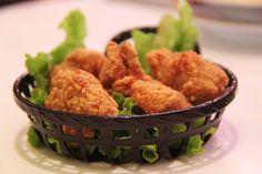 Zelf kipnuggets maken, dat is pas lekker. Deze krokante kipnuggets smaken veel en veel beter dan die kant klare dingen uit de diepvries van de supermarkt en ze zijn leuk om zelf te maken. Lekker als traktatie op school of … Lees verder →