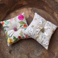 #coralandtusk #linen #wedding #weddingpillow #pillow #embroidered #artwork 44,00€ you can order in our Shop https://www.goodshaus.com/Hochzeitskissen-Ringkissen-Leinen-bestickt-coral-and-tusk