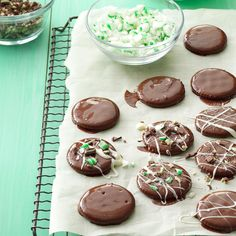 Easy Mint Thins Recipe -My friends often try to guess the ingredients, but I never tell them how simple they are to make. They taste just like the Girl Scout cookie, and they're perfect for Christmas and bake sales. Nutter Butter Cookies, Fudge Cookies, Hot Chocolate Cookies, Spritz Cookies, Peppermint Cookies, No Bake Cookies, Mint Chocolate, Xmas Cookies, Peppermint Oil