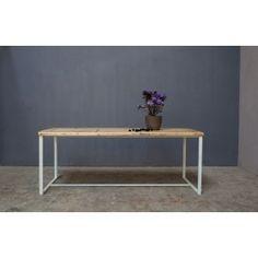Die Tischplatte hat eine Dicke von circa 5 cm.Unsere Möbel werden mit Leidenschaft in Berlin entwickelt und bis ins Detail in feinster und liebevoller Handarbeit hergestellt. Wir verwenden Vollholz, welches robust und pflegeleicht ist.Jedes Produkt ist ein Unikat und kann so einfach an Ihre persönlichen Wünsche bezüglich der Größe und der Behandlung angepasst werden.Deine Möbel werden von unserem Team vor Ort aufbaut. Der Aufbau ist in den Versandkosten inbegriffen.Wenn Du Fragen hast…