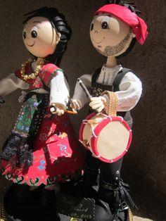 Pareja de charros: Detalle del tambor hecho en goma eva y pintado a mano . Detalle de la camisa, y botas. elenamartinlopez.blogspot.com