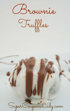 This is an amazing Easy and Delicious Brownie Truffles Recipe! This is perfect to take over to your in-laws, a dinner party or just for your evening desert. Brownie Truffles Recipe, Cake Truffles, Brownie Bites, Cupcakes, Mini Desserts, Just Desserts, Delicious Desserts, Yummy Food, Tasty