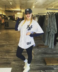 good idea for halloween costume but with the braves or one of my friends jerseys instead of the yankees :D as if I'm not a crazy fan girl already