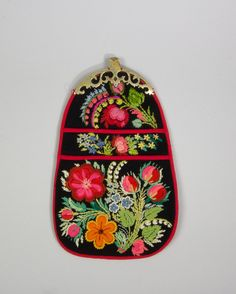 DigitaltMuseum - Kjolsäck Swedish Embroidery, Wool Embroidery, Wool Applique, Embroidery Designs, Clothing And Textile, Lace Making, Couture, Textiles, Rug Hooking