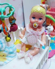Barbie Dolls Diy, Barbie Fashionista Dolls, Barbie And Ken, Diy Doll, Barbie Clothes, Baby Dolls, Black Girl Cartoon, Barbie Family, Princess Toys
