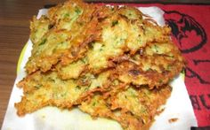 zucchini bites - I made these tonight and every last one of them got eaten. They were yummy. Even my ultra picky kids loved these. Recipes Appetizers And Snacks, Yummy Snacks, Yummy Food, Yummy Recipes, Skinny Recipes, Fish Recipes, Desserts, Veggie Side Dishes, Side Dish Recipes