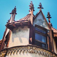 "We love ""makeovers""! What a great candidate! #architecture #gothic #gothicrevival #casalibre #castle #interiordesign #decor #design #decor72travels #preservation #preserve #california #losangeles #johnparkinson"