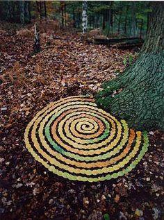 Tim Pugh Otro buen ejemplo de arte que destaca eleme tos latentes en el propio medio natural y q mediante una clasificacion y una reflexion creativa creamos una obra artistica. Aplicable en niños y adaptable a muchos otros materiales.
