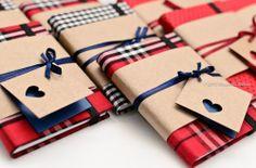 Caderninhos personalizados xadrez! Uma linda lembrancinha para casamentos, etc. Amei a Tag tb!   #lembrancinhasdecasamento #lembrancinhas