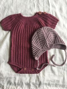 Best 12 Elina's sommerbody – HviedsVerden – Page 138978338488310363 Lace Knitting, Baby Knitting Patterns, Baby Patterns, Knit Crochet, Knitted Baby Clothes, Cute Baby Clothes, Summer Clothes, Knitting For Kids, Crochet For Kids