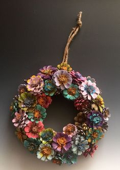 Képtalálatok a következőre: pine cones ideas 17 Best images about pine cones Pinecone Flower Wreath I need to do thissss! Gather down fallen cones: 15 brilliant ideas for your fall decoration 5 Creative Pinecone Craft Ideas You Never Knew - Masons Hom Nature Crafts, Fall Crafts, Holiday Crafts, Crafts To Make, Arts And Crafts, Diy Crafts, Wreaths Crafts, Pine Cone Crafts For Kids, Pinecone Christmas Crafts