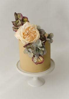 Bet you've never seen a wedding cake in this shade before. We love the dusty, earthy, natural tones of this sweet thing. Maggie Austin Cakes Tire Wedding Cakes, Cake Wedding, Bling Wedding, Purple Wedding, Wedding Colors, Dream Wedding, Beautiful Cakes, Amazing Cakes, Pretty Cakes