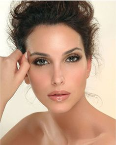 Learn makeup tips and tricks to perfect your evening wedding look!