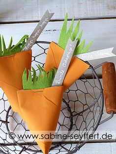 DIY upcycling idea for Easter: homemade carrots from toilet rolls - baste . - DIY upcycling idea for Easter: Homemade carrots from toilet rolls – craft idea & gift packaging B - Upcycled Crafts, Diy Gifts Just Because, Toilet Roll Craft, Diy Upcycling, Cardboard Crafts, Gift Packaging, Diy Crafts For Kids, Pin Collection, Easter