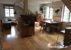In einem kleinem Stadthaus in Salzburg Nonntal liegt diese attraktive #Dachgeschosswohnung. Die Altstadt ist in wenigen Minuten erreichbar. Conference Room, Table, Furniture, Home Decor, Condominium, Townhouse, Rooftop Deck, Old Town
