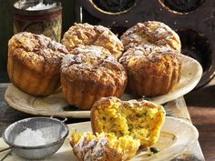 Süße Zucchini-Karotten-Muffins | http://eatsmarter.de/rezepte/suesse-zucchini-karotten-muffins