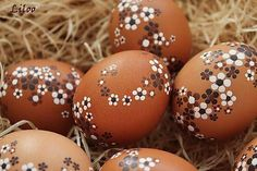 Easter eggs, dots, and flowers. Easter Egg Crafts, Easter Bunny, Easter Eggs, Egg Shell Art, Egg Tree, Easter Egg Designs, Easter Parade, Easter Holidays, Egg Decorating