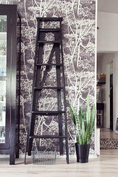 Koti kolmelle - Sisustusblogi #home #decor #coleson #cowparsley #black #white #wallpaper #kotikolmelle #vintage