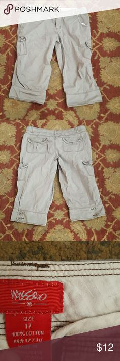 Woman's Mossimo capris Size 17 Woman's shorts Mossimo Supply Co Shorts Cargos