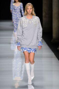 Felpa athleisure o abiti qípáo? Alla Milano Fashion Week esplodono due maxi trend  -cosmopolitan.it