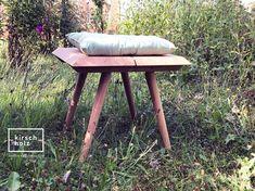 kirschholz präsentiert euch nach und nach die neu entwickelte Massivholzmöbelserie A u e r b a c h für den Aussenraum. Den Anfang macht d e r F r a n z – ein Sitzhocker aus massiver Eiche. Weitere Modelle der Serie folgen in Kürze…#kirschholz #tischler #schreiner #tischlermeister #möbelserie #design #outdoormöbel #traditionelleholzverbindungen #franz #auerbach Bar Stools, Projects, Furniture, Design, Home Decor, Oak Tree, Bar Stool Sports, Log Projects, Blue Prints