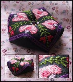 Periphaeria Designs: Bumblehearts biscornu