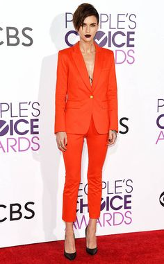 On the Scene: The 2017 People's Choice Awards with Jennifer Lopez in Reem Acra, Jada Pinkett Smith in Dolce & Gabbana, Sarah Jessica Parker in J.Mendel Couture, and More! Ellie Saab, Celebrity Red Carpet, Celebrity Look, Celeb Style, Choice Awards, Blake Lively, Sarah Jessica Parker, Kristen Bell, Jennifer Lopez