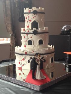 Pretty Wedding Cakes, Elegant Wedding Cakes, Gorgeous Cakes, Amazing Cakes, Silhouette Wedding Cake, Royal Icing Flowers, Cake Decorating For Beginners, Wedding Cake Alternatives, Fondant Wedding Cakes