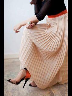 Pleated Maxi Skirt Look -- maxi skirt + colors Estilo Fashion, Look Fashion, Fashion Beauty, Womens Fashion, Fall Fashion, Street Fashion, Fashion Ideas, Fashion Trends, Mode Chic