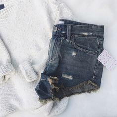 •NWT• Free People Denim Distressed Shorts• New with tags.   →Size: 24 →Color/Design: Denim Distressed shorts.  →No trades (comments will politely be ignored).  →10% off 2+ items  Free People Shorts Jean Shorts