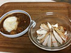チキサラと、昨日の二種類カレーを鍋が邪魔だから合わせちゃったギュートンカレー。  一食で鳥豚牛食べちゃってますね 笑