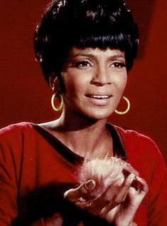 gifs star trek TOS Nichelle Nichols Nyota Uhura - The Trouble With Tribbles Star Trek Original Series, Star Trek Series, Nichelle Nichols, Marvel Comics, Star Trek Cast, Star Trek 1966, Star Trek Images, Sherlock, Video Clips
