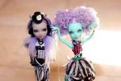 Lavender Ripples & Violaceous Wolf by PrincePiiFaceups on Etsy New Dolls, Monster High Dolls, Beautiful Dolls, Wolf, Lavender, Stamp, Magic, Disney Princess, Trending Outfits