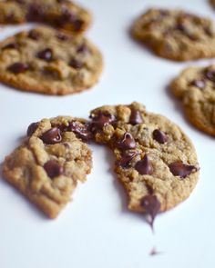 Yammie's Glutenfreedom: Simple, Chewy, Gluten Free Chocolate Chip Cookies made on feb.very very yummy! All oat flour. Gluten Free Treats, Gluten Free Desserts, Delicious Desserts, Yummy Food, Sin Gluten, Gluten Free Chocolate Chip Cookies, Oatmeal Cookies, Chocolate Chips, Baking Recipes