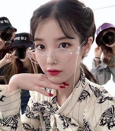 Iu Fashion, Asian Celebrities, Bts Korea, Korean Artist, Little Sisters, Girl Pictures, Asian Beauty, Pretty Girls, Cool Girl