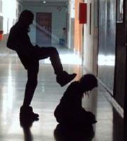 Violencia juvenil: Conceptualizacion del termino violencia    En 1996, la Asamblea Mundial de la Salud reconoció a la violencia como una amenaza para la salud pública y un obstáculo para el desarrollo de las naciones. Más aún, solicitó a la Organización Mundial de la Salud (OMS) que emprendiera actividades de salud pública para abordar el problema de la violencia en sus diferentes manifestaciones y estableciera
